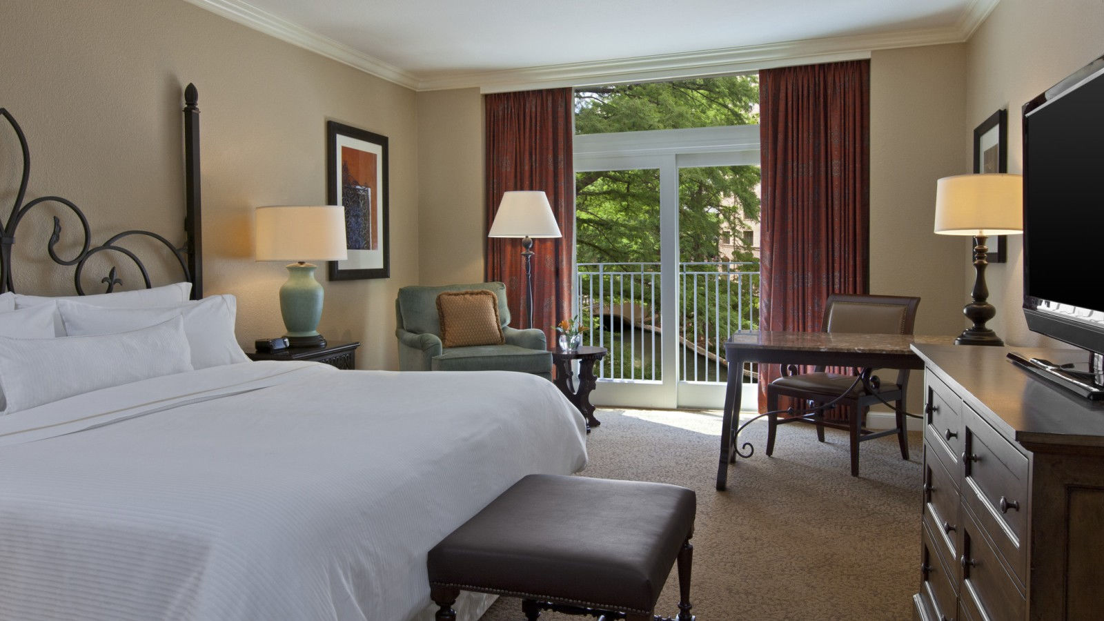 Premium Riverview Room